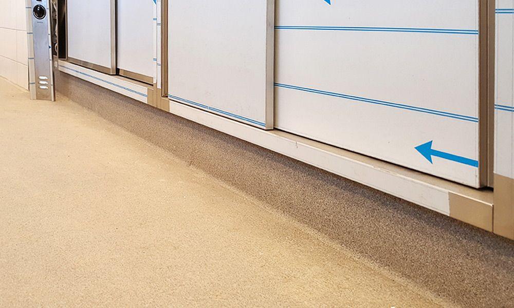 Küche - Boden mit Sockelanschluss